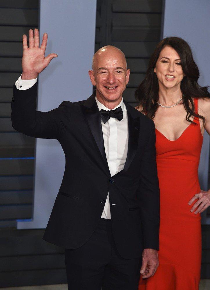 Zakladatel Amazonu Jeff Bezos s manželkou MacKenzie
