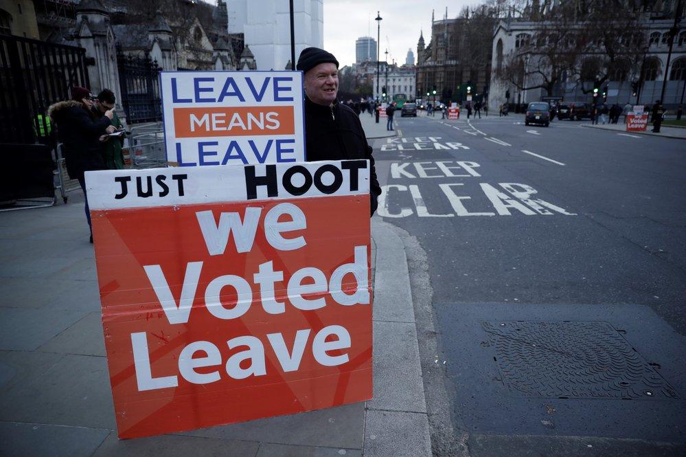 Lidé si odchod z EU zvolili s převahou 52%
