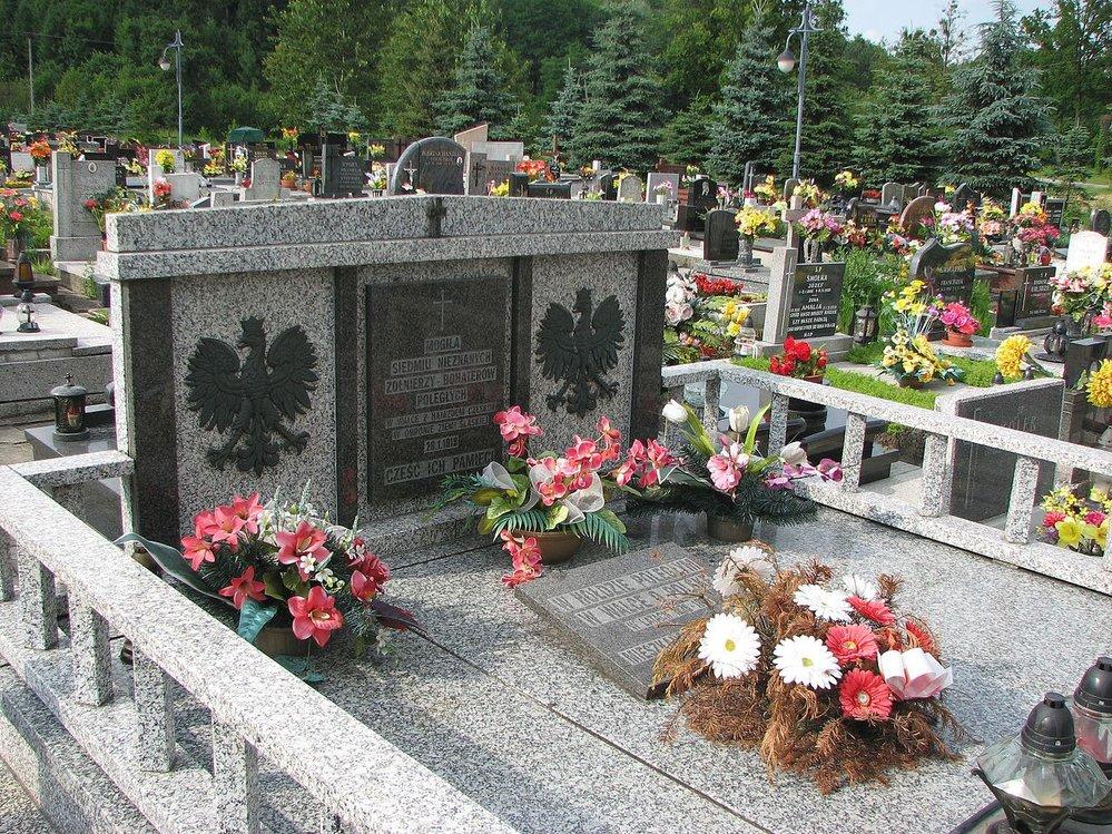 Žibřidovice. Pomník připomíná polské oběti sedmidenní války