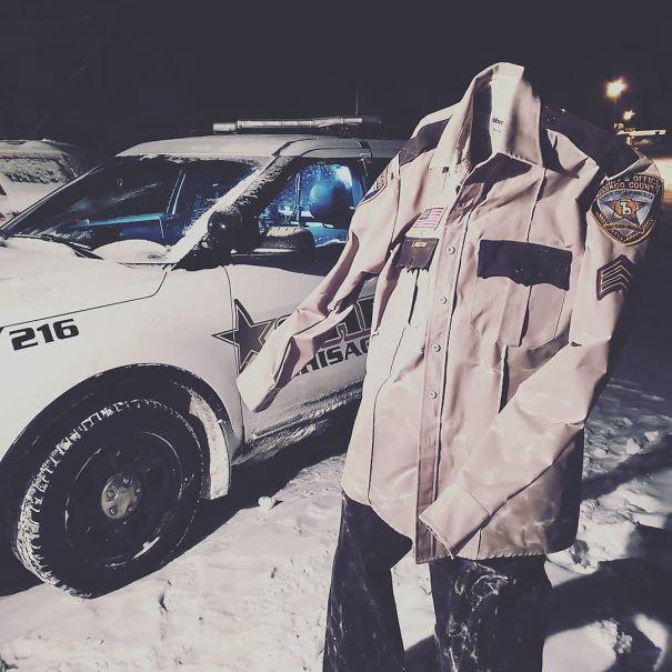 Zamrzlá Amerika: V Minnesotě zamrzla i policejní uniforma.