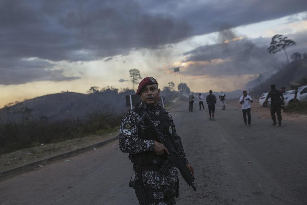 Venezuelou lomcují protesty, armáda uzavřela hranice (24.2.2019)