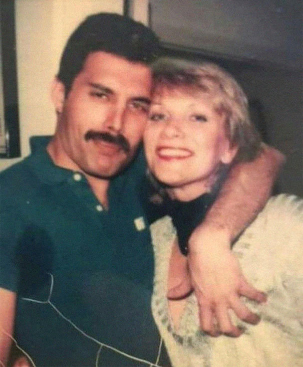 Freddie Mercury se svojí životní láskou Mary Austinovou.