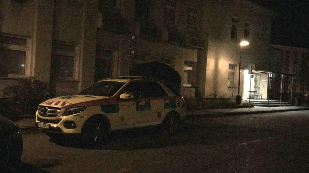 Pacient ve vinohradské nemocnici postřelil další dva pacienty