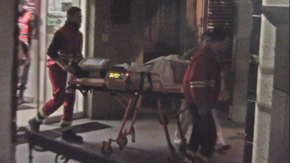 Postřeleného pacienta převezli do jiné nemocnice