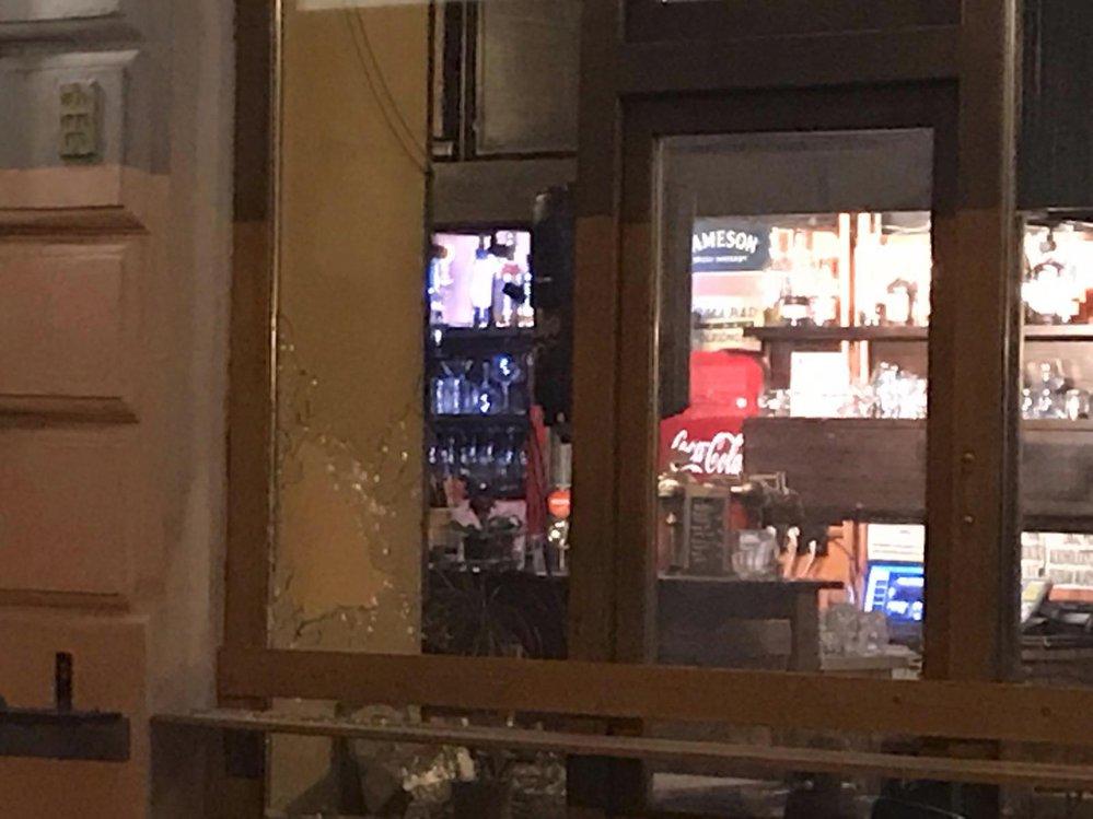 V pátek v noci se v Roztovské střílelo. Útočník měl u sebe brokovnici a pistoli.