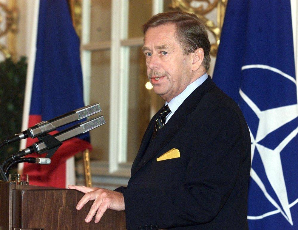 Havel v roce 2002 během summitu NATO v Praze