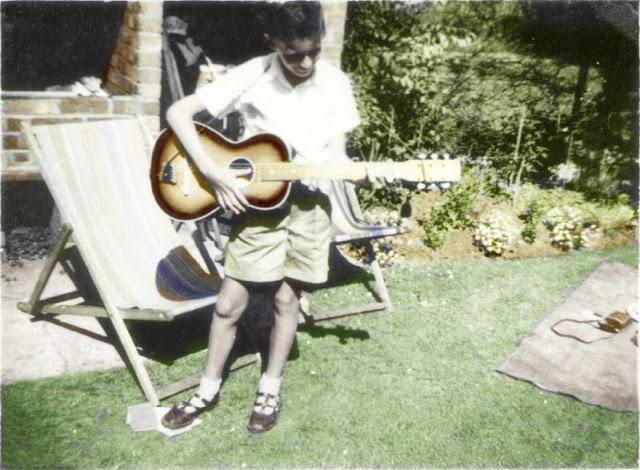 Brian May v 11 letech se svojí první kytarou