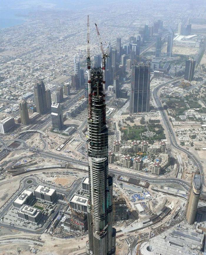 Burdž Chalífa v Dubaji, nejvyšší mrakodrap světa vystavěn v letech 2004-2010