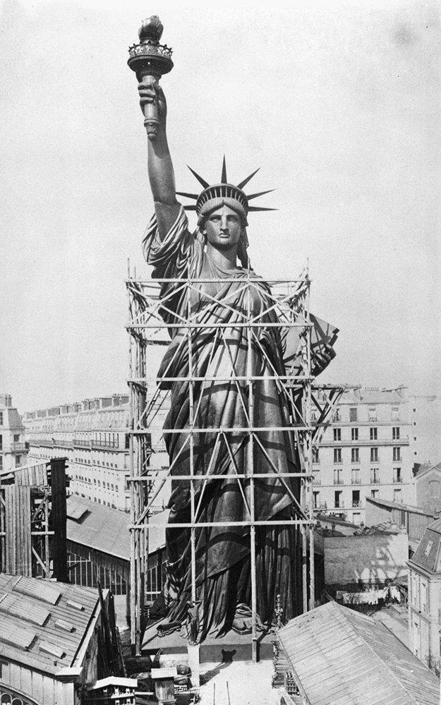 Socha Svobody začala vznikat v roce 1875 ve Francii, znovu složená na Ostrově svobody byla v roce 1886