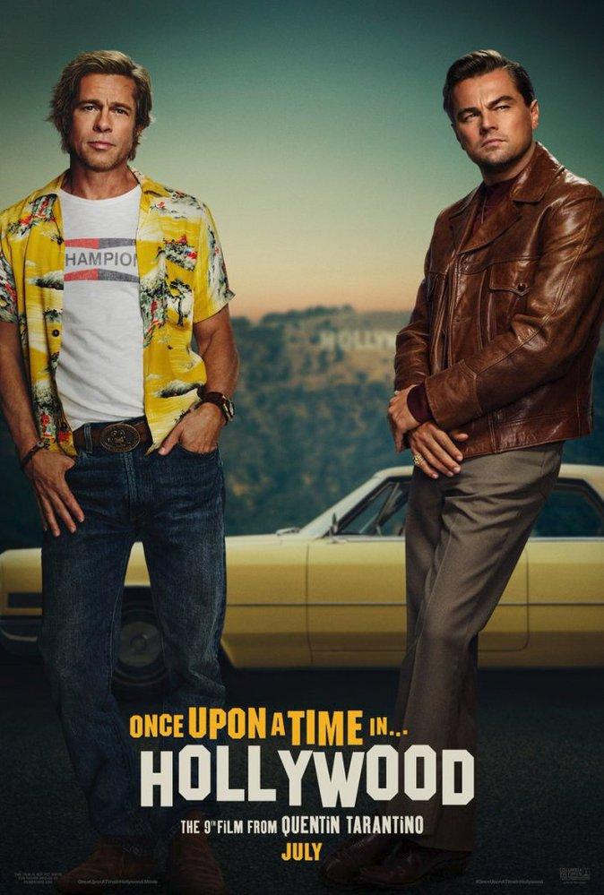 Brad Pitt a Leonardo DiCaprio na plakátu k filmu Tenkrát v Hollywoodu.