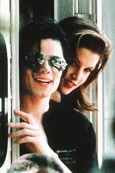 První zpěvákovou ženou se v roce 1994 stala Lisa Presleyová, dcera Elvise Presleyho