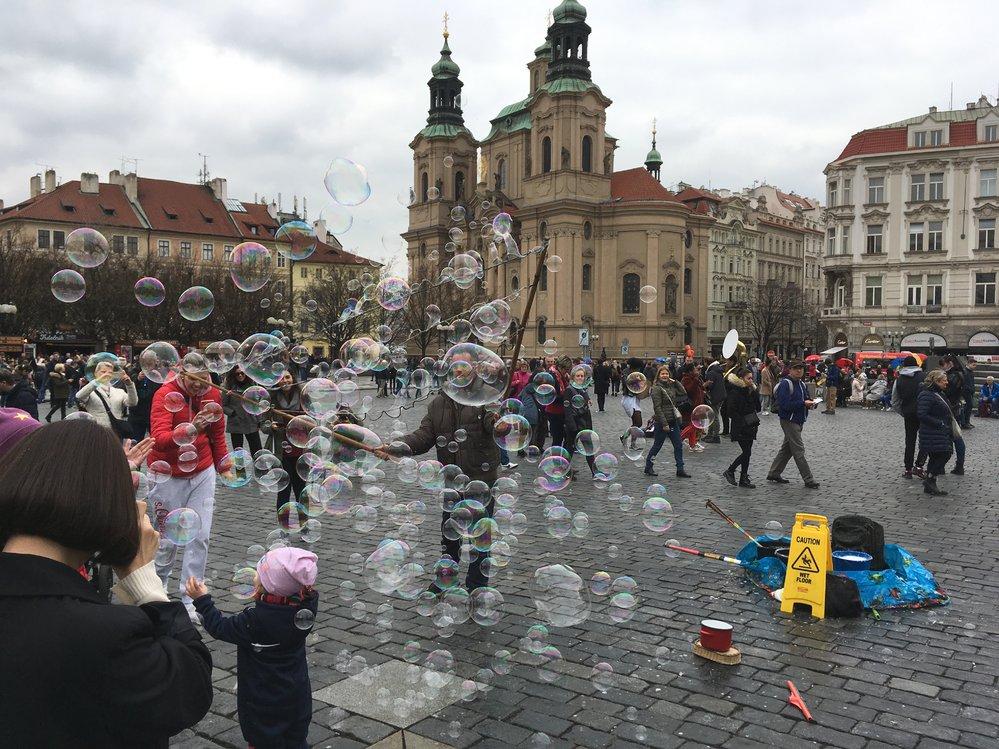 Některé formy pouličního umění chce Praha omezit změnou vyhlášky.
