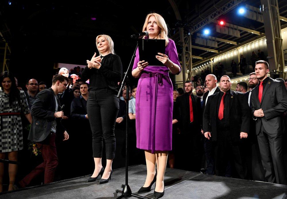 Zuzana Čaputová ve volebním štábu krátce poté, co její soupeř Maroš Šefčovič uznal porážku.