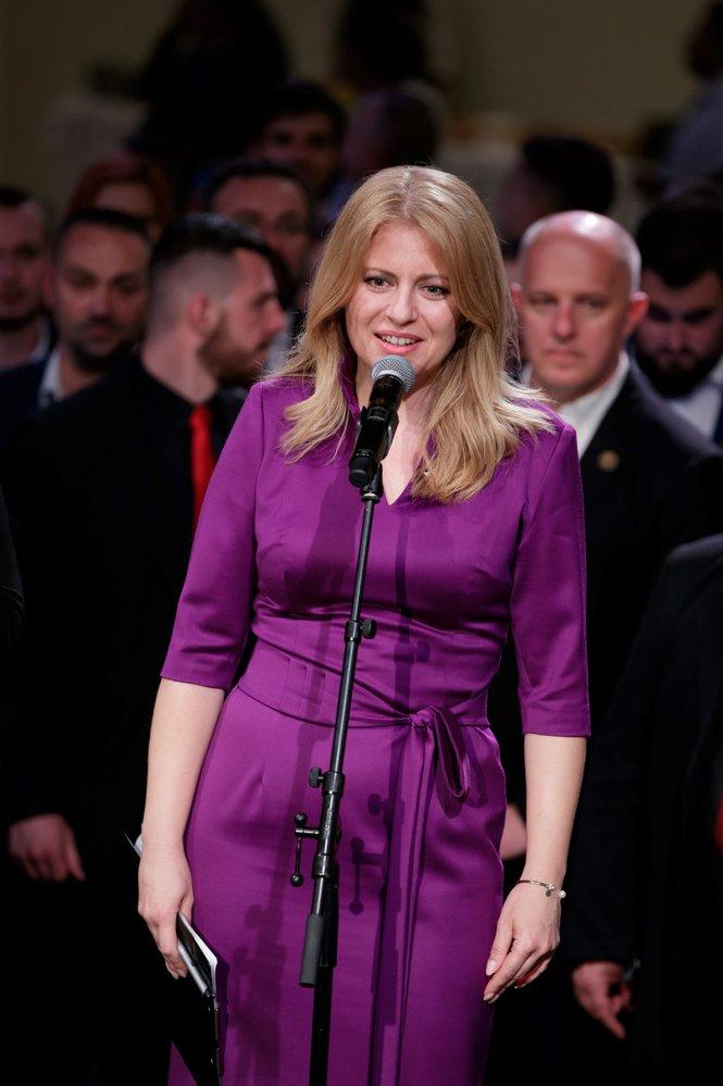 Během volební noci se objevila Čaputová na pódiu celkem třikrát. Své projevy a děkovné řeči si ale vždy raději napsala