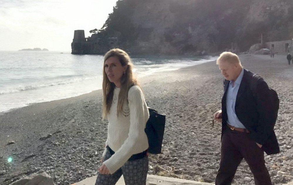Britský exministr zahraničí Boris Johnson se svou mladou přítelkyní Carrie Symondsovou.