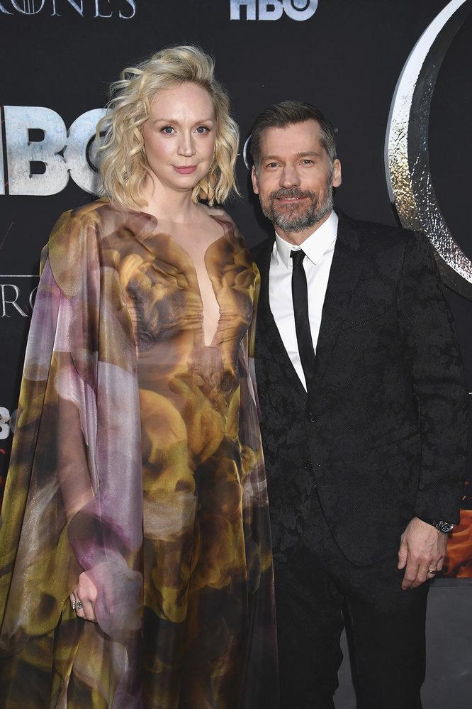 Na slavnostní premiéře poslední řady Hry o trůny v New Yorku: Gwendoline Christie alias Brienne z Tarthu s Králokatem Jamiem Lannisterem, respektive jeho představitelem Nikolajem Costerem-Waldauem