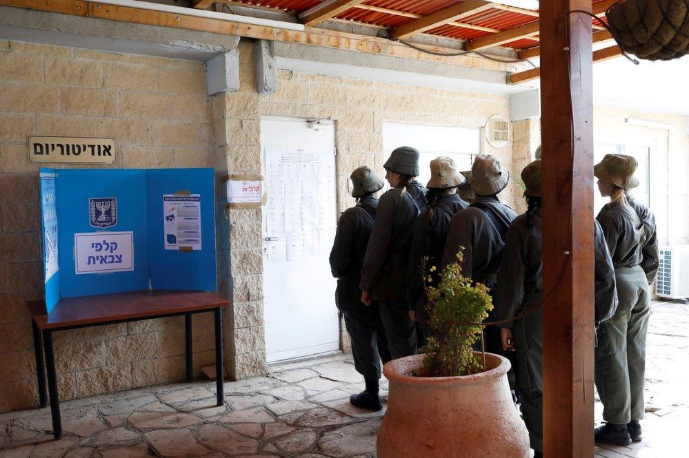 V Izraeli se otevřely volební místnosti v předčasných parlamentních volbách. Premiér Netanjahu usiluje o pátý mandát, čekají se těsné výsledky. (9.4.2019)