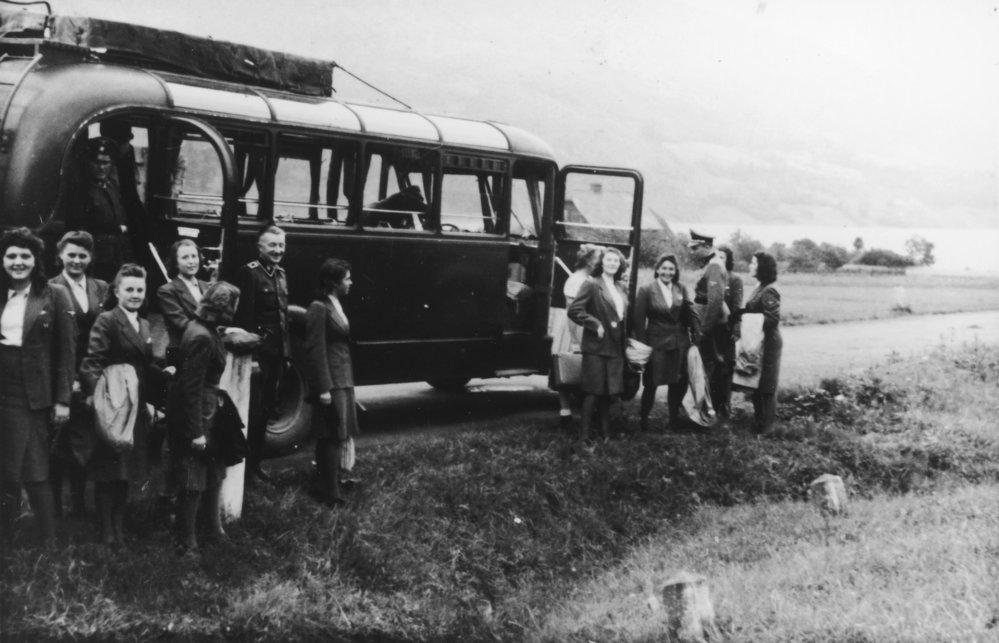 """Nacisté """"odpočívají"""" v Solahütte nedaleko koncentračního tábora Osvětim."""
