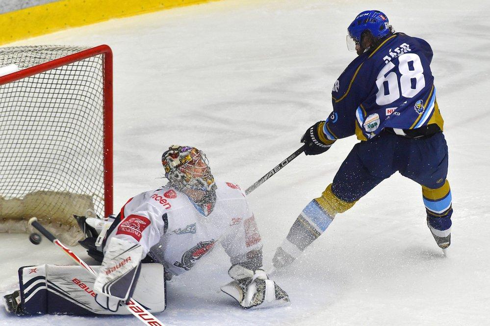 Legendární útočník Jaromír Jágr se v barážovém utkání na ledě Chomutova blýskl dvěma góly
