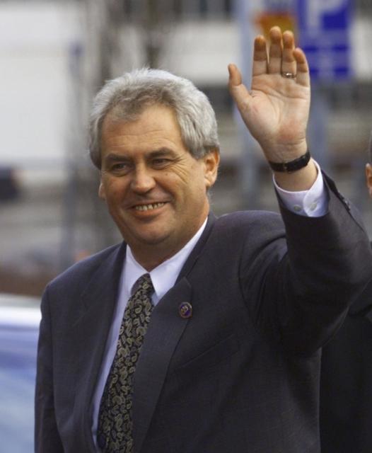"""1999: """" Vždy jsem věřil v inteligenci občanů. V tom jsem byl vždycky optimista.""""  Snímek: Miloš Zeman v Heslinkách"""