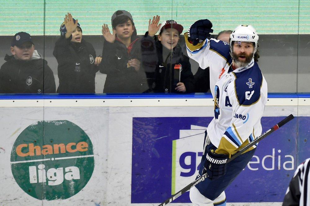 Jaromír Jágr z Kladna se raduje z gólu.