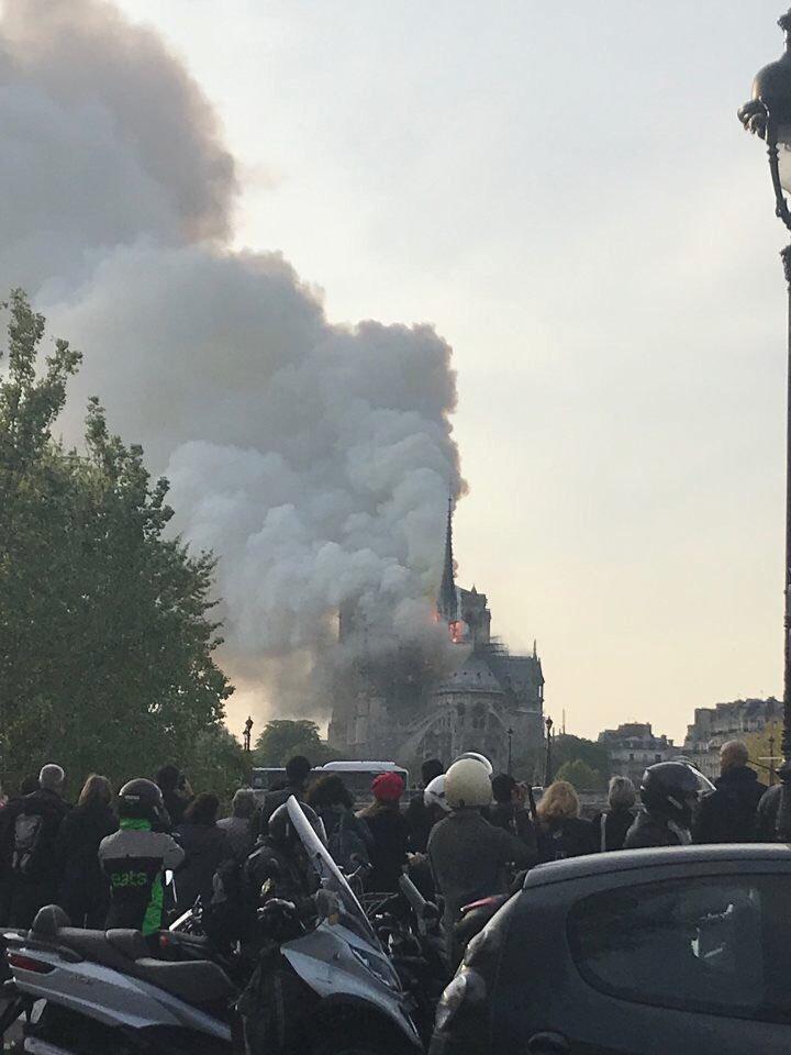 V pařížské katedrále Notre-Dame vypukl požár 15.4.2019
