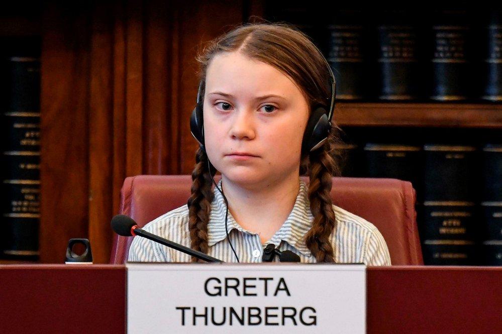 Boj za lepší klima rozjela mladá aktivista Greta Thunbergová  ve Švédsku v roce 2018, nyní jezdí po celém světě a ocenil ji i papež