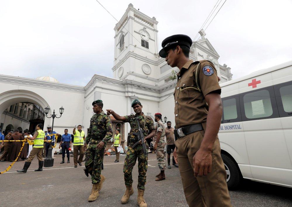 Koordinované výbuchy na Srí Lance si vyžádaly přes 100 mrtvých. (21.4.2019)