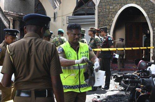 Útoky na Srí Lance mají přes 200 obětí. (21.4.2019)