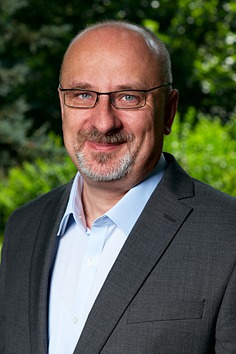 Jan Tecl (ODS) - obvod Chrudim (č. 44). Jeden z nejpřekvapivějších vítězů získal ve druhém kole více než 63 procent hlasů a porazil Daniela Hermana z KDU-ČSL. Tecl je ekonom a podnikatel, zastupitel Kraje Vysočina a starosta Havlíčkova Brodu.