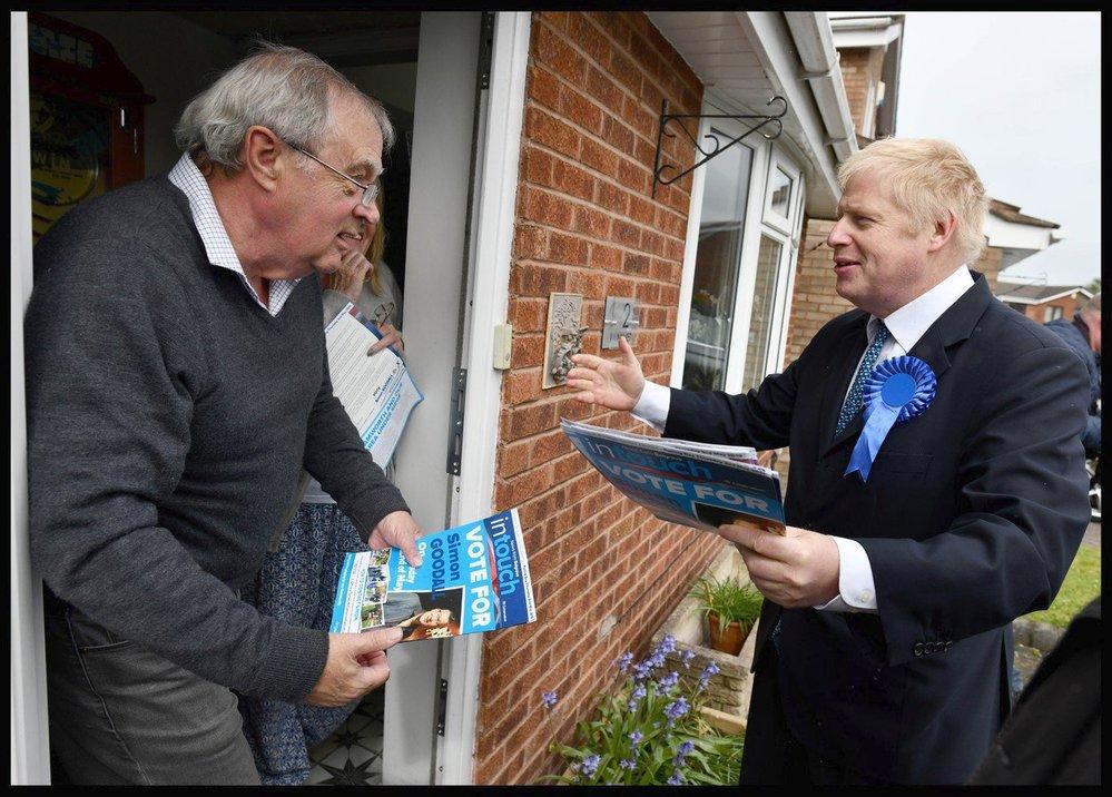 Exministr zahraničí Boris Johnson se zapojil do volební kampaně před anglickými komunálními volbami, (28.04.2019).