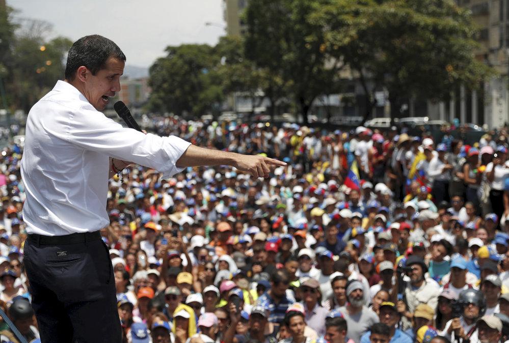 Ve Venezuele pokračují protesty proti vládě prezidenta Madura, protestů se účastní i prozatímní prezident a vůdce opozice Guiadó, (2.05.2019).