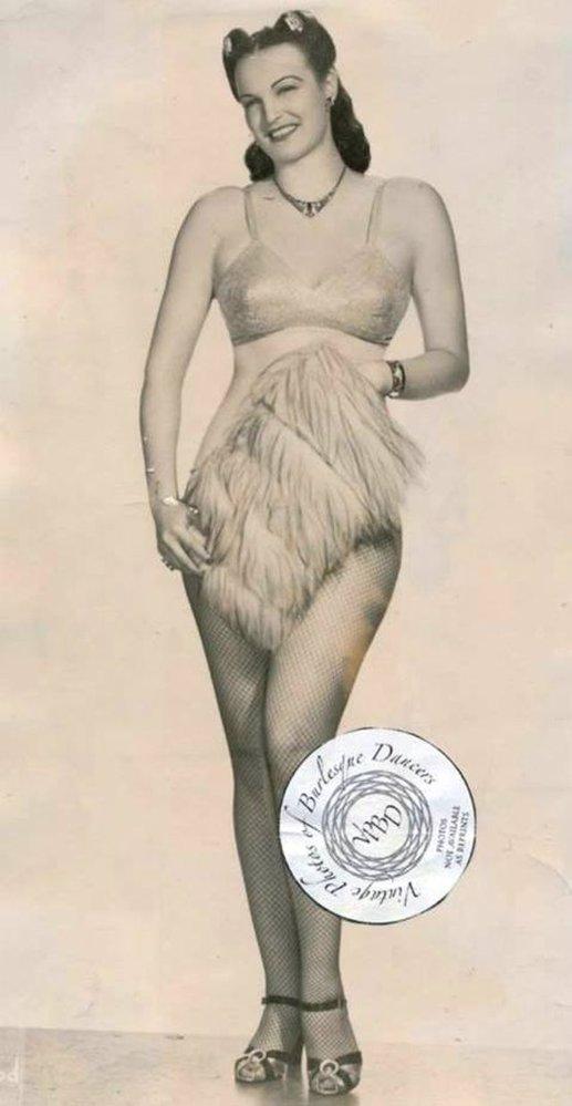 Hlavní atrakcí nočních klubů Harolda Minskyho byla Lois Defee celá 40. léta.