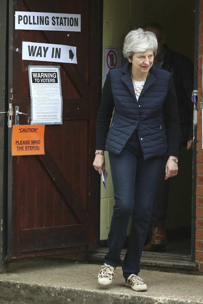 Britská premiérka Theresa Mayová u voleb.