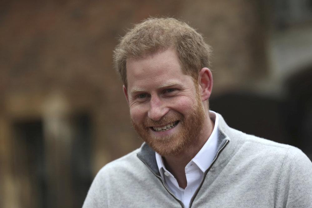První vyjádření prince Harryho poté, co Meghan porodila. Podívejte se, jak září štěstím!