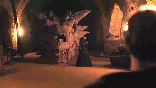 Lebka draka Baleriona, který patřil Maegorovi (údajně prvnímu šílenému Targaryenovi)
