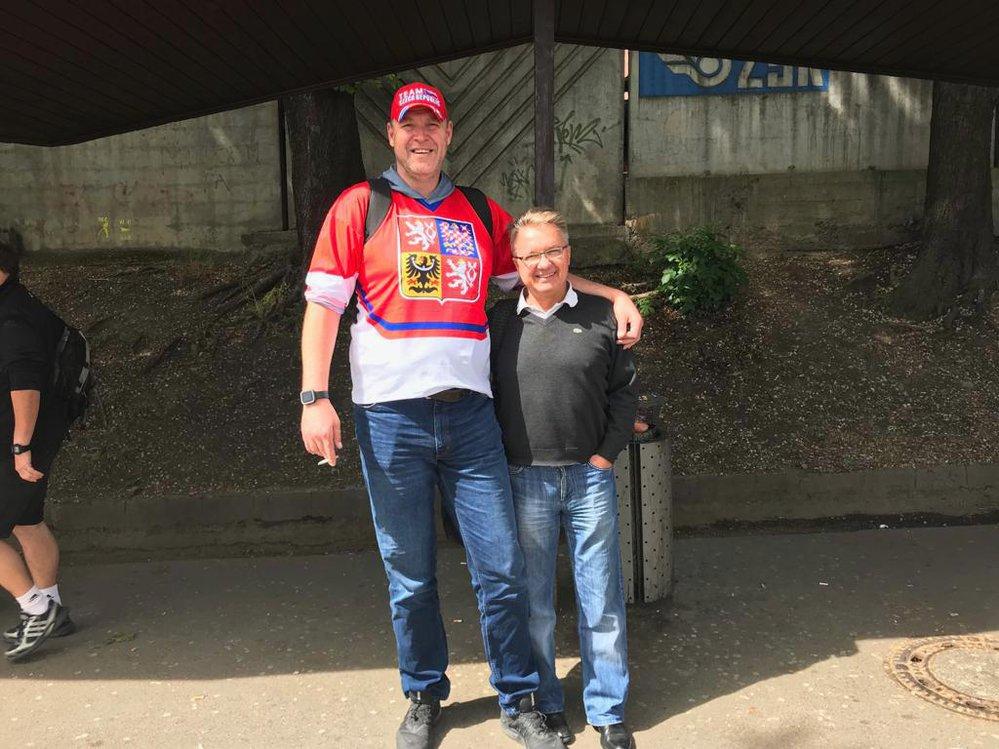 Cesty českých fanoušků do Bratislavy na hokej jsou jednou velkou party.