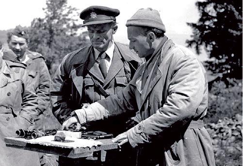 Radovan Lukavský jako poručík SNB Václav Kot (vlevo) a režisér Karel Kachyňa.