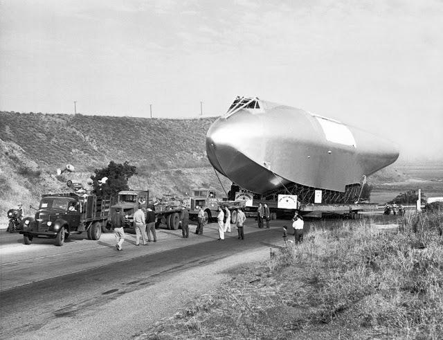 """""""Byl to monumentální projekt,"""" hájil se Hughes. """"Největší letadlo, jaké kdy bylo vyrobeno. Je vysoké jako pětiposchoďový dům a rozpětí křídel má větší než fotbalové hřiště. To je více než blok domů ve městě. Dal jsem do tohoto projektu všechno. A již několikrát jsem řekl, že jestli ten projekt selže, odstěhuju se z této země a nikdy se nevrátím. To myslím vážně."""""""