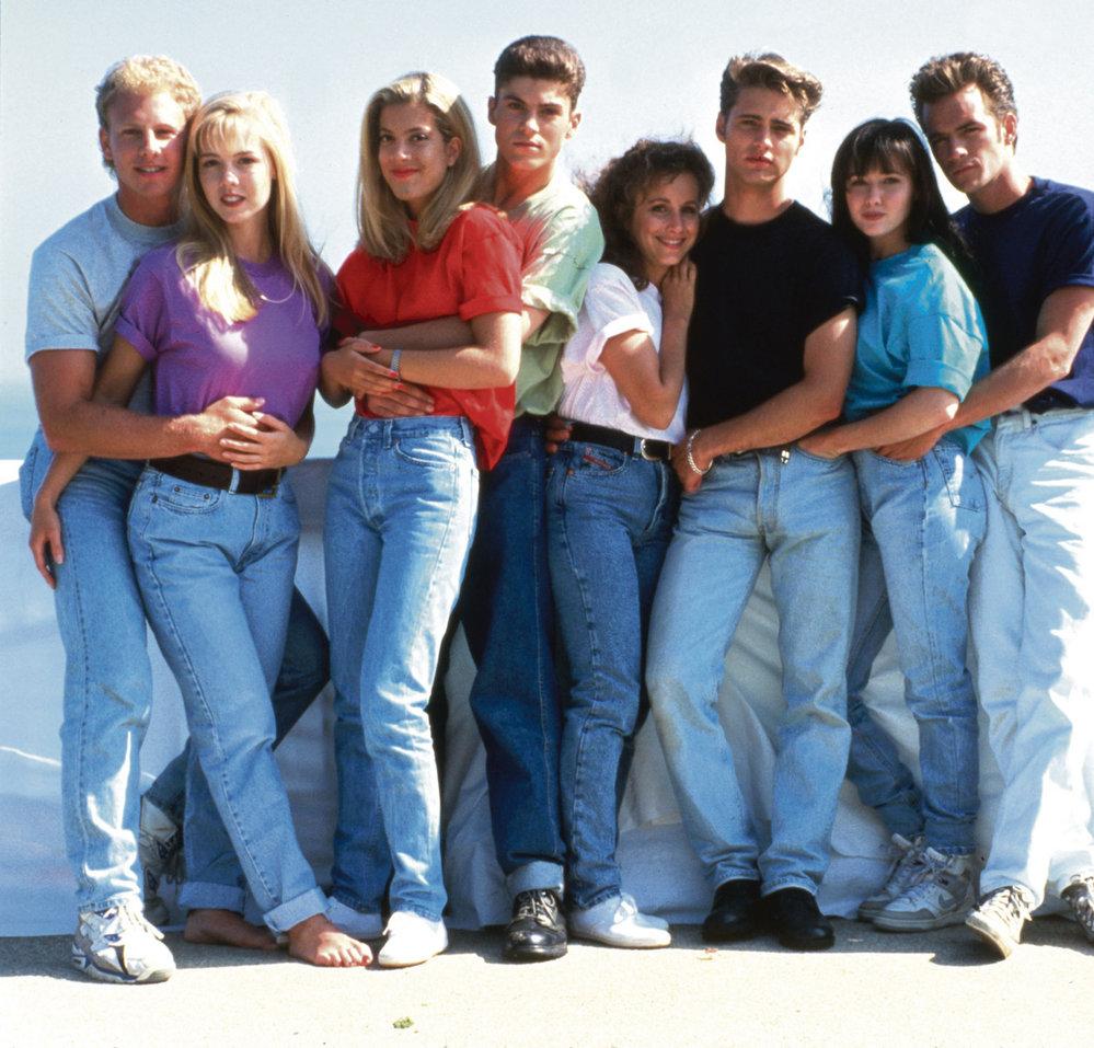 Rok 1991, celá parta je pohromadě (zleva): Steve, Kelly, Donna, David, Andrea, Brandon, Brenda a Dylan.