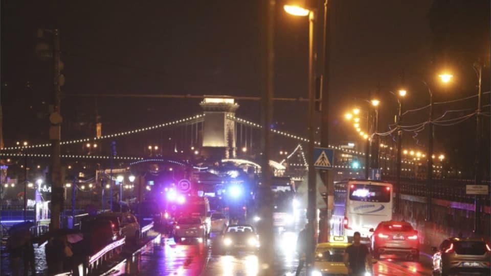 V Budapešti se potopila loď s desítkami cestujících. První zprávy hovořily o 3 obětech.
