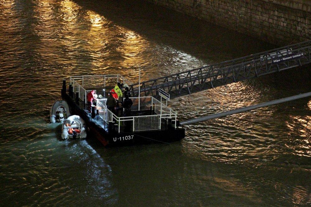 V Budapešti se potopila vyhlídková loď s turisty. Zemřelo nejméně 7 lidí, dalších 19 se pohřešuje.