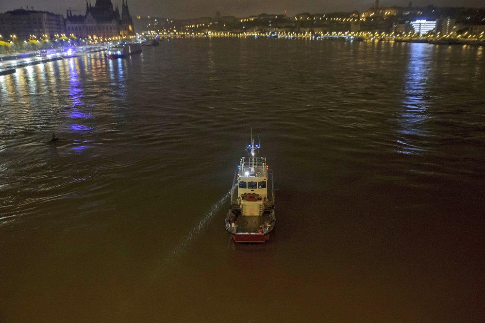 V Budapešti se potopila výletní loď s turisty. Na palubě byly i děti.