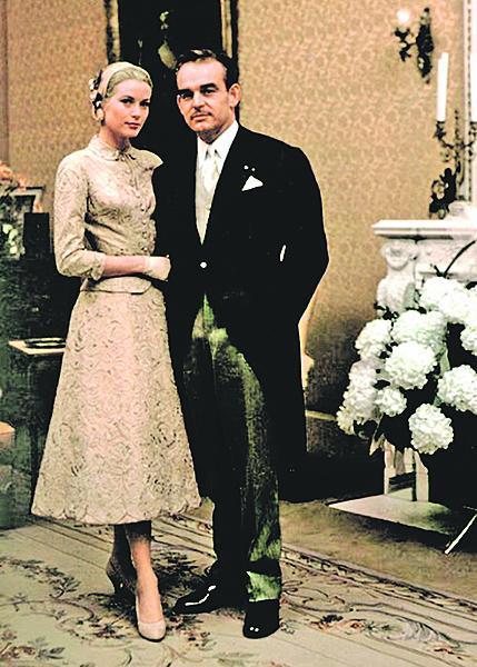 Grace a Rainier při civilním obřadu v roce 1956.