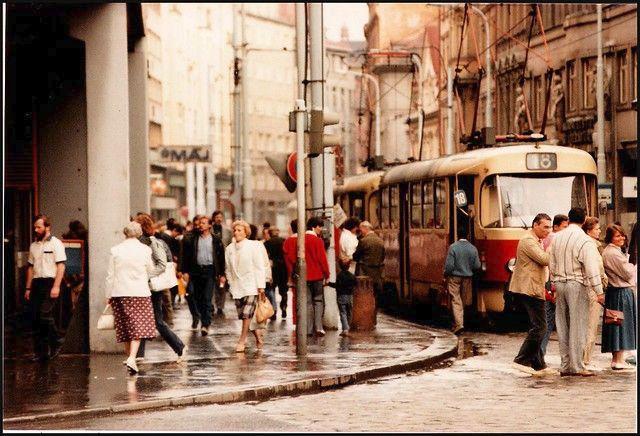 Socialistická Praha. Šedá, oprýskaná a bez turistů.