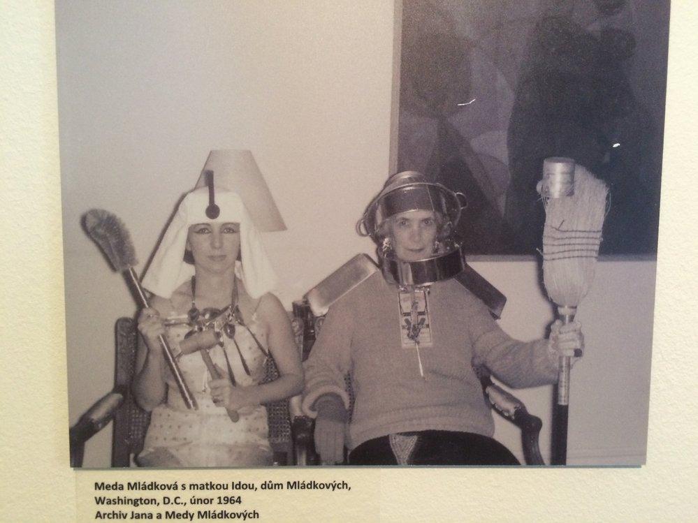 Na fotografii pózuje Meda Mládková se svou maminkou.