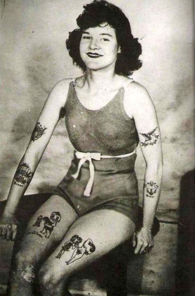 Ženy potetované v době, kdy to bylo společensky nepřípustné:kolem roku 1940