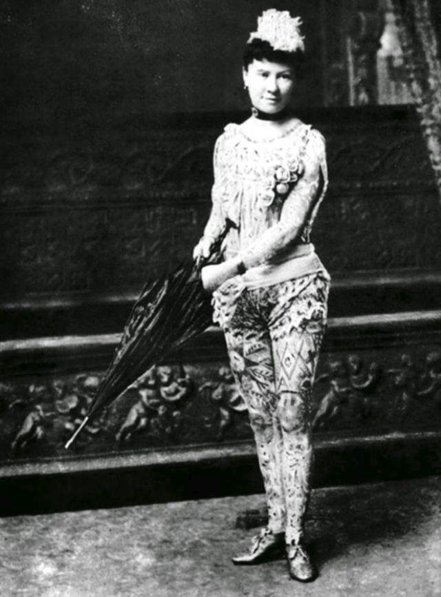 Ženy potetované v době, kdy to bylo společensky nepřípustné:kolem roku 1900