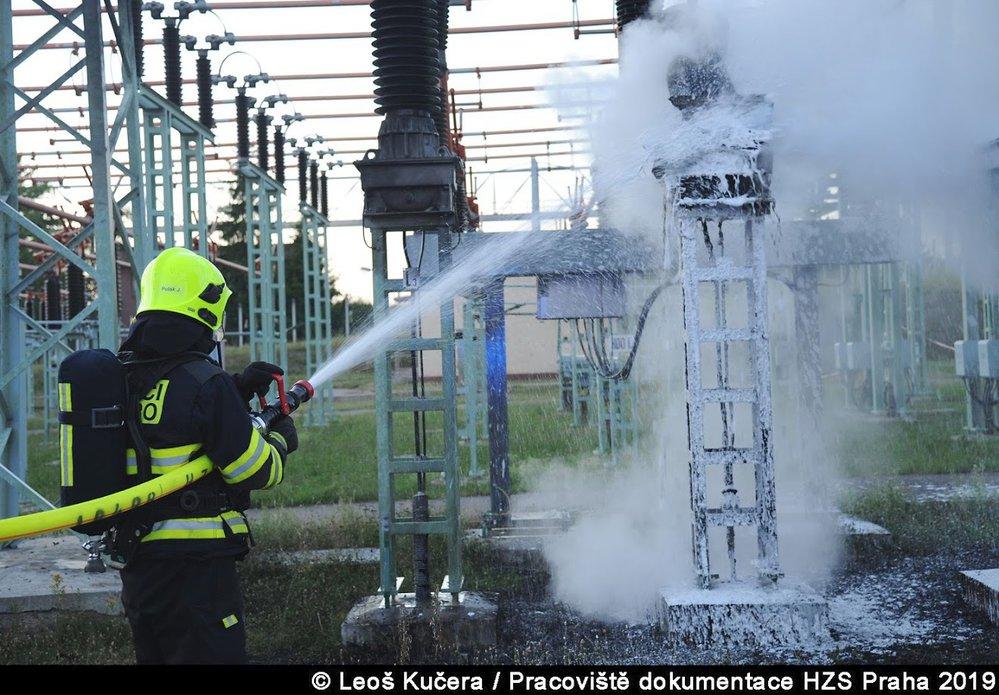 Požár v pražské trafostanici zapříčinil výpadky proudu.
