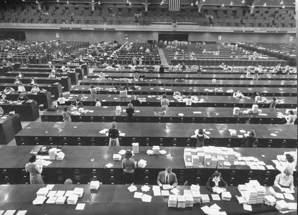 Takto vypadala v roce 1944 databanka FBI, kde bylo k dispozici více než 10 milionů otisků prstů